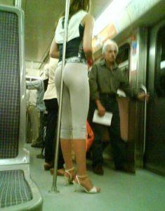 agarrarse-en-el-metro